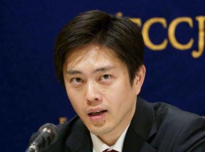 【画像】吉村洋文知事の嫁が美人すぎ!北海道出身元CAで大場久美子似?